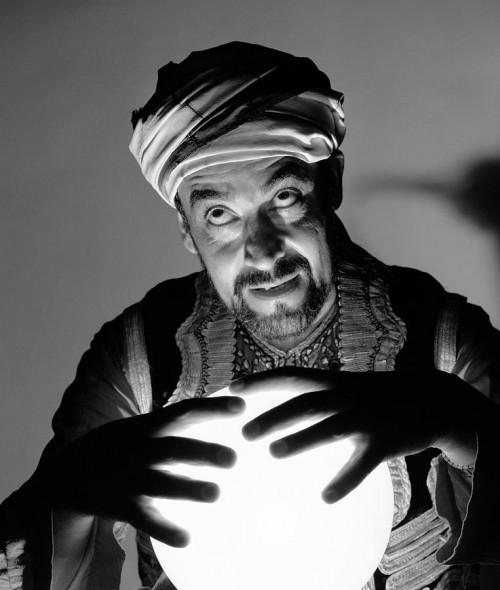 1970s-scary-fortune-teller-man-vintage-images.jpg